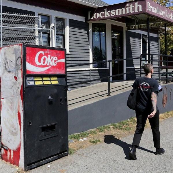 seattle mystery coca cola machine